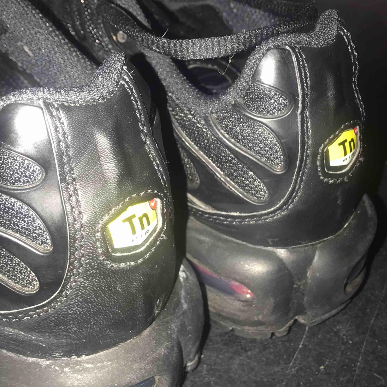 Säljer mina Nike TN använda ca 3 ggr super sköna o fina!. Skor.