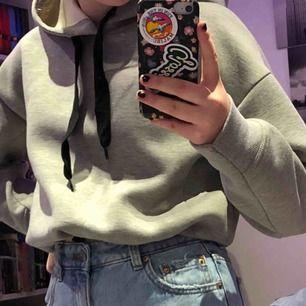 snygg grå hoodie från bikbok, använd fåtal gånger bara.  Kan mötas upp men kan oxå frakta, köparen står för frakten.