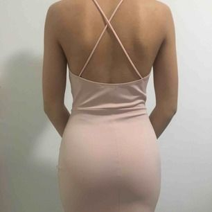 Jätte fin ljusrosa klänning från nelly, bra skick. Köparen står för frakt