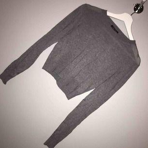 En jättefin tröja, köpt i Italien använd en gång men passar inte min stil så säljer den. Fraktar den gärna