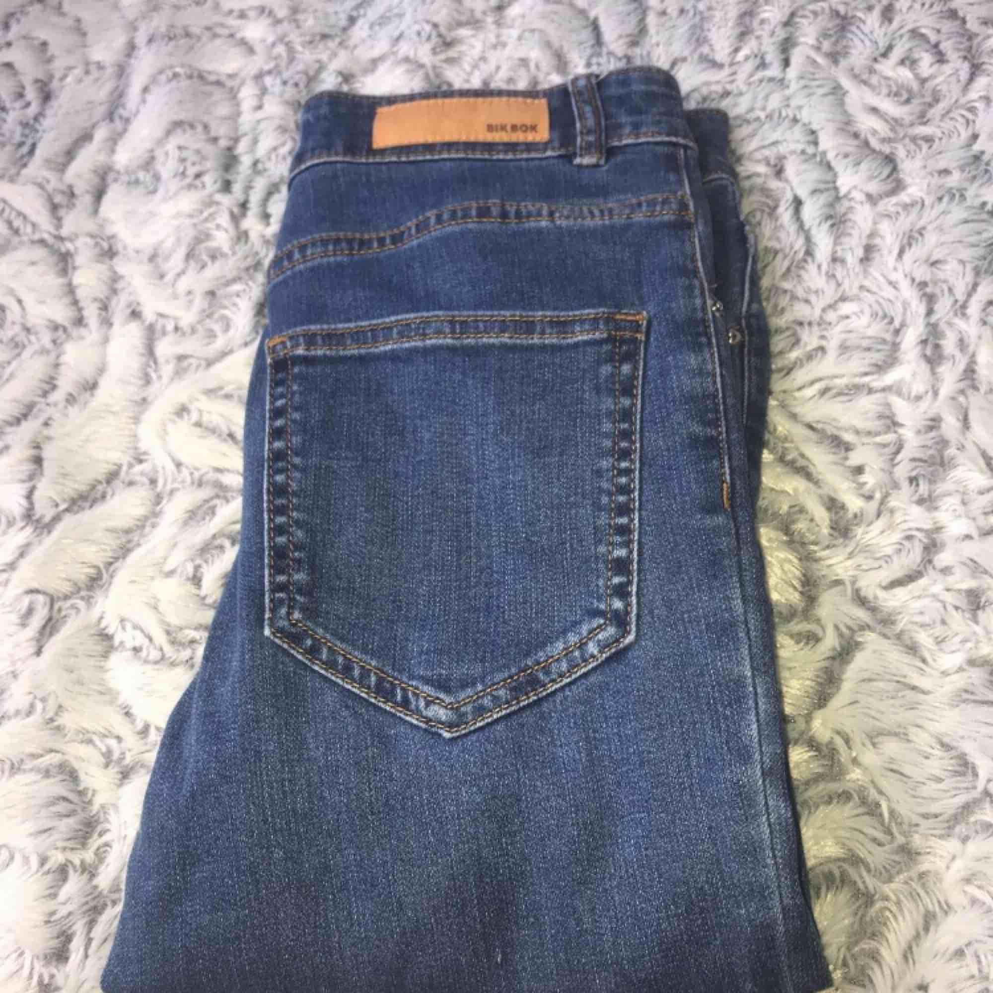 Jeans från bikbok helt nya har aldrig använt dem, de har bara legat i garderoben. Jeans & Byxor.