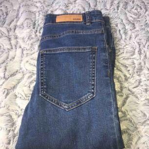 Jeans från bikbok helt nya har aldrig använt dem, de har bara legat i garderoben