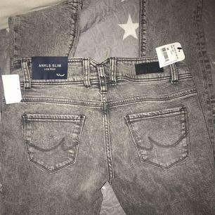 Helt nya grå mom jeans GEORGET