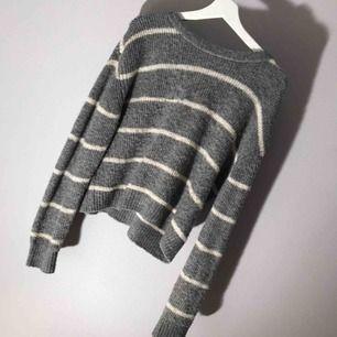 Mysig stickad tröja från H&M men inte min stil så använder den aldrig