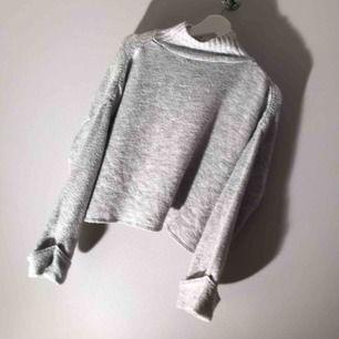 Mysig höst stickad tröja, typ som ny andhämtning typ 3 månader