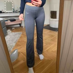 Casell träningsthights, originalpris ca 800kr, använd ett fåtal gånger, storlek S (passar mig 174 cm) !!!!😁😁