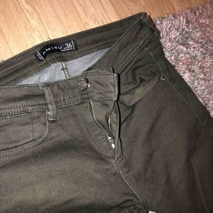 Snygga mörkgröna jeans