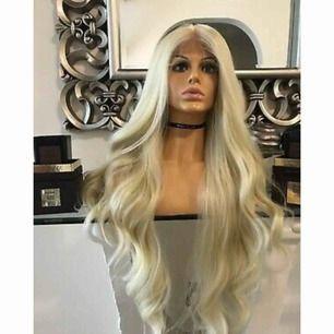 Äkta hår, helt ny! Aldrig någonsin använd, lace front 60cm. Pris diskuterbart, men rimliga förslag:)