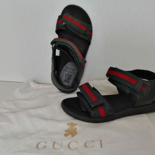 Gucci Kids sandals, excellent condition, dustbag, 100%autnentic, size 30, insole 18.5cm, Leather, write me for more info and pics 🙂