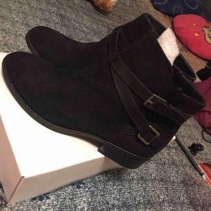 Helt nya svarta skor. Storlek: 37