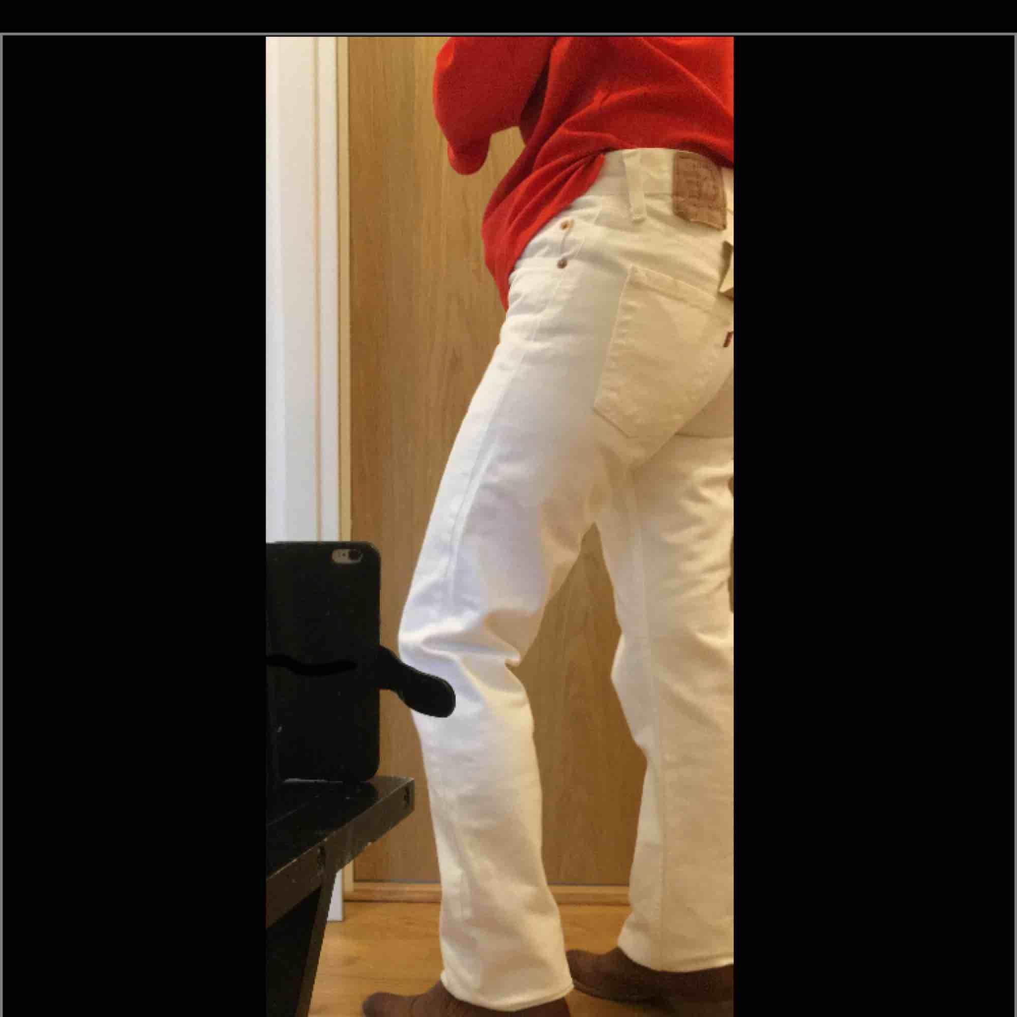 Original Levis jeans köpte för 600kr är helt oanvända . Jeans & Byxor.