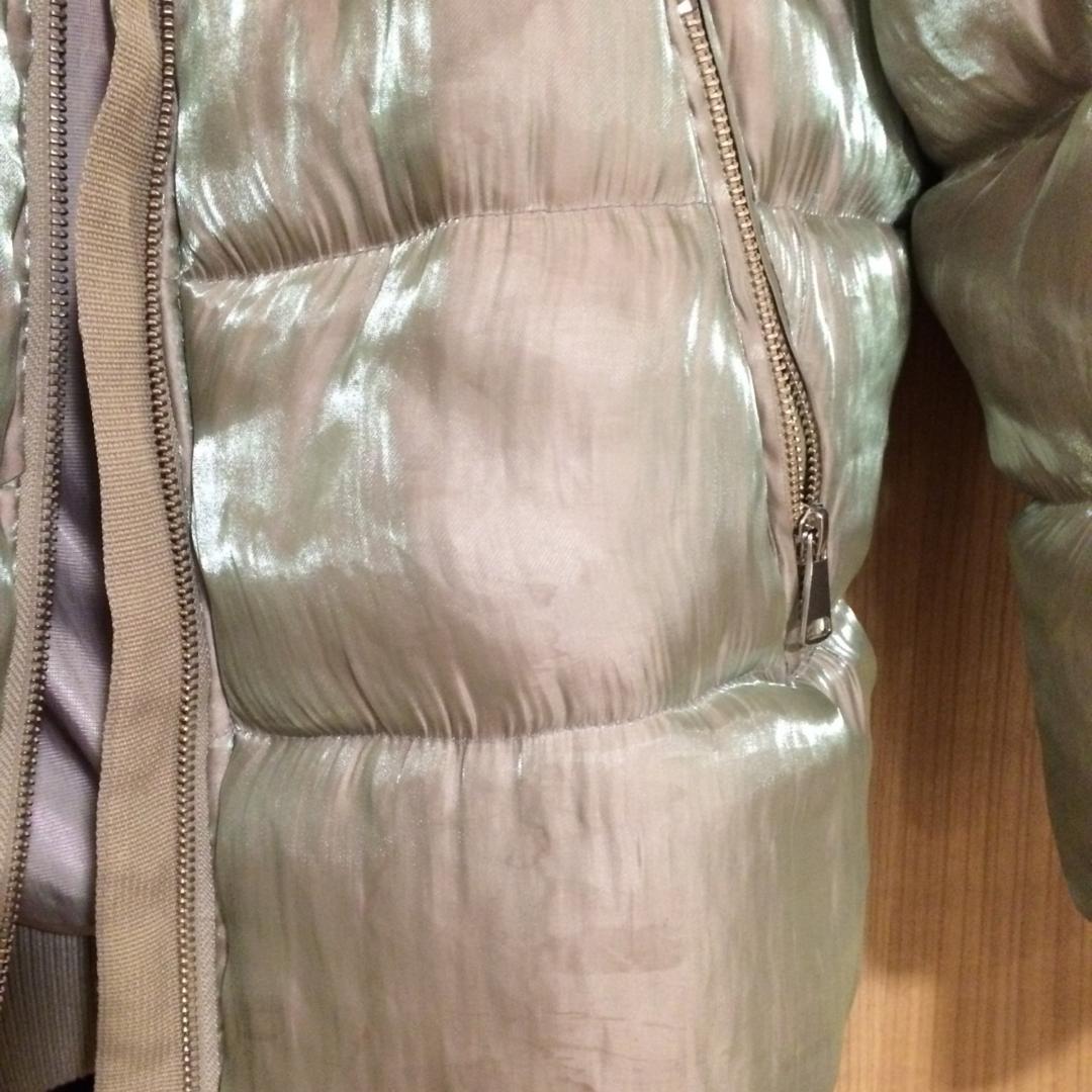 Vinterjacka från H&M TREND. Knappt använd.  Beige/grå i färgen. Med holografisk effekt.  Möts helst upp vid köp. Med fördel i Uppsala.. Jackor.