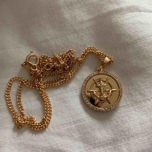 Superfint guldpläterat halsband 🤩 45 cm långt och ingår 🥰