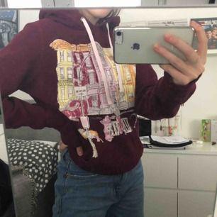 Säljer en najs hoodie från Aeropostale. Storlek M, men det är troligen barnstorlek. Jag skulle säga XS/S. Frakt 60 kr