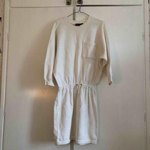 Kraftig klänning i bomull!
