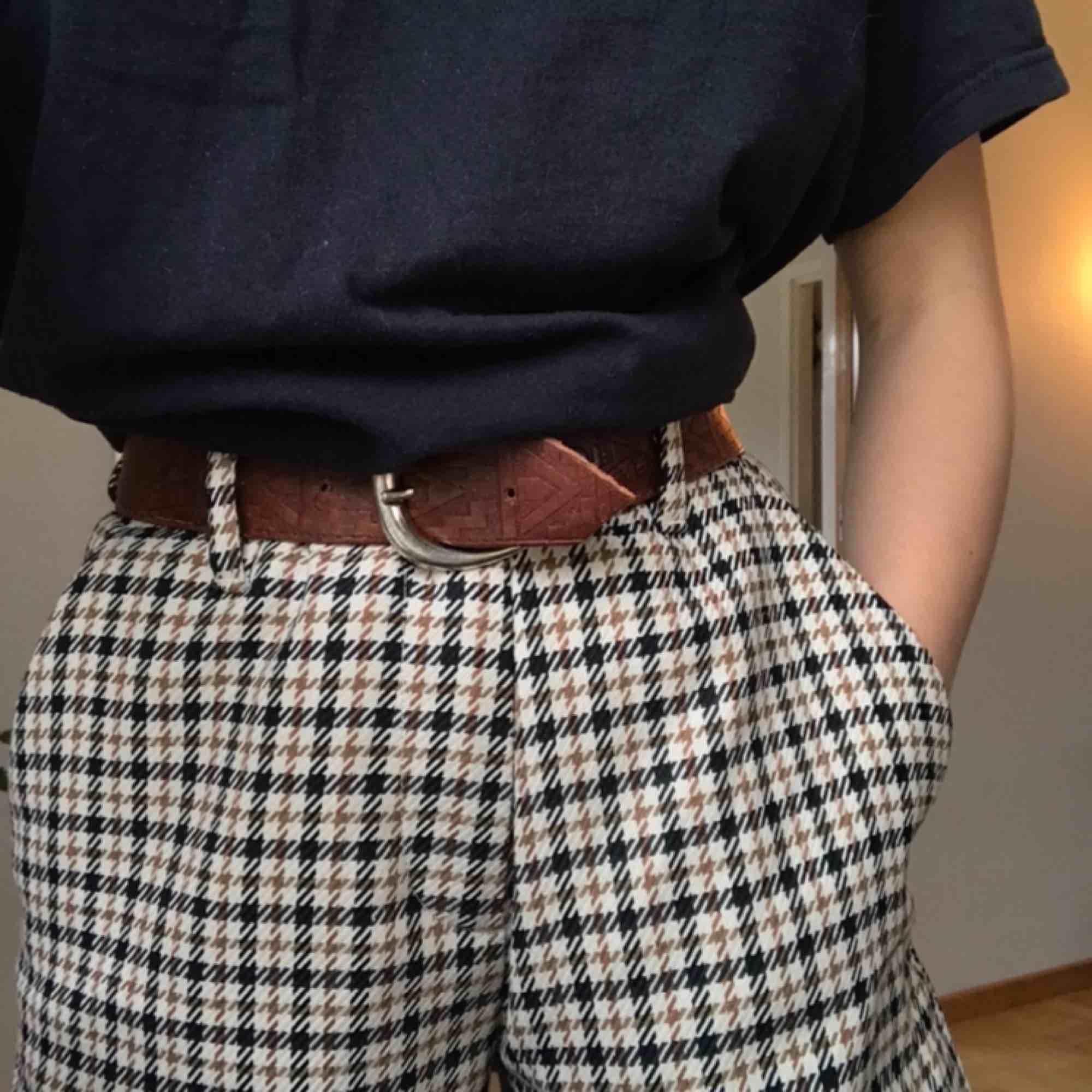 Fina och sköna byxor. Passar även stl 34. Kontakta mig gärna vid frågor eller funderingar. Köparen står för frakt och betalning sker via swish. Jeans & Byxor.