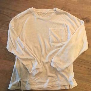 """Mysigaste långärmade tröjan! Inte nopprig utan den är """"luddig""""/""""hårig""""/""""fluffig""""."""