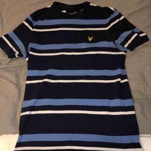 T-shirt använd få tal gånger under sommaren sen har den bara legat. Köparen står för frakt.