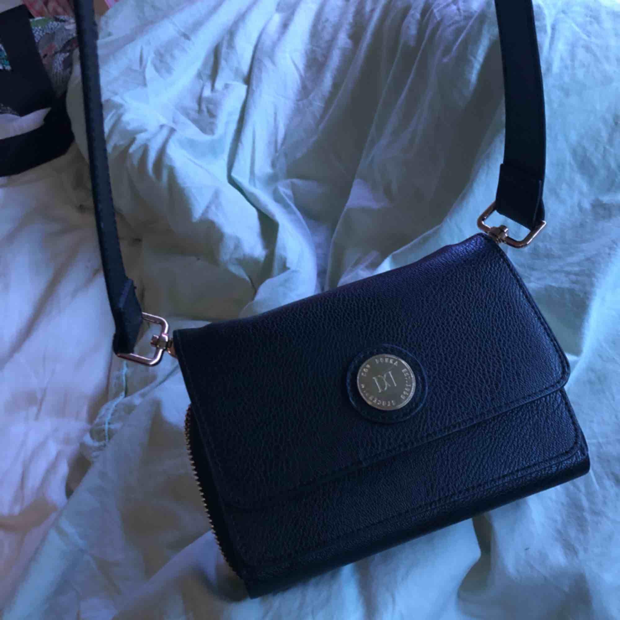 En söt väska från Don Donna. Väskor.