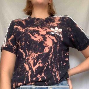 Blekt adidas T-shirt! Bara fråga för mer bilder, frakt tillkommer