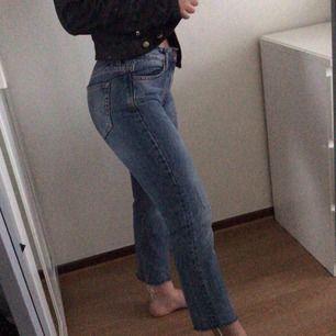 Ett par raka jeans köpta från bikbok för 600kr, nästan aldrig använt. Såå snygga & i bra skicka
