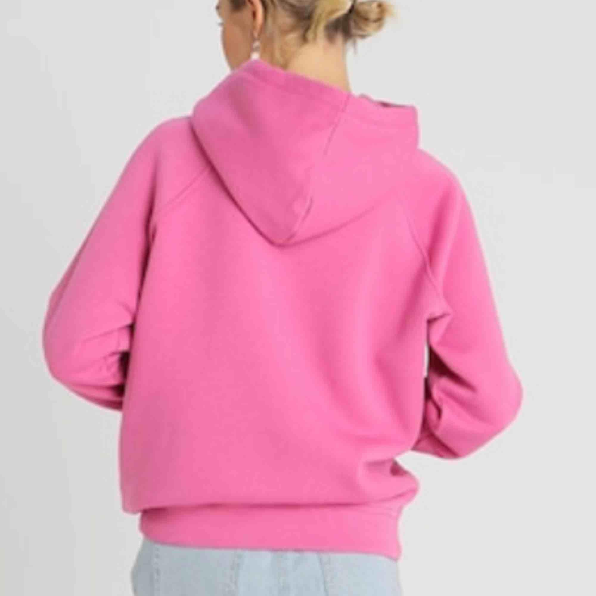 Säljer min jättefina rosa hoodie från bikbok, använd fåtal gånger men är i jättebra skick💓💓. Huvtröjor & Träningströjor.