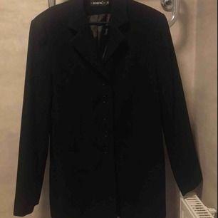 Tjock svart kappa till vinter. Kan skicka mer bilder!