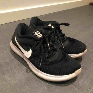 Nike free run i bra skick! Köparen står för frakten :)