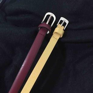ett gult och ett rött bälte, båda är oanvända. Ett för 30 eller båda för 50kr, köparen står för frakt