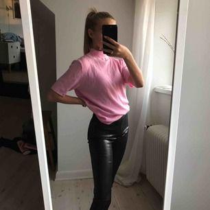 Jättefin rosa tröja köpt på second hand! Köparen står för frakten.