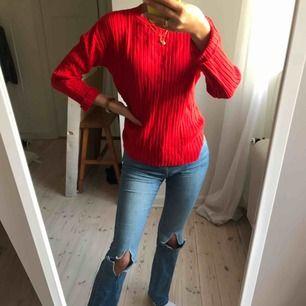 Röd tröja från zara! Köparen står för frakten