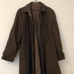 Brun kappa som kan vara mönstrad. Möts i Stockholm annars står köparen för frakten:)