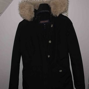 Säljer min Woolrich jacka strl xs! Använd fåtal ggr och är precis som ny. Köpte den på NK i Göteborg för 7000kr.