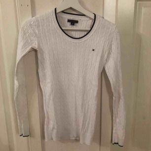 Pris kan diskuteras, använd fåtal gånger, tröjan är köpt i USA Frakten står ni för själva
