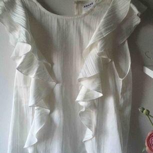 Dehär är en sådan otroligt vacker blus som är köpt på nelly. Denna kommer inte till användning och har aldrig använt den heller. Men den e så otroligt bekväm att ha på sig och så fin.