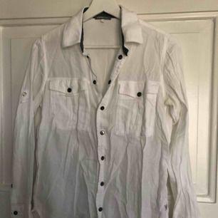 Skjorta i bomull från Gstar storlek XS men passar en S också. Fint skick!