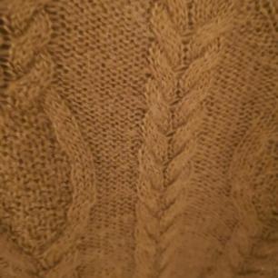 En fin stikad tröja ifrån hm som knappt aldrig är använd därför säljs den. Väldigt bra kvalité  Köparen står för frakten❤