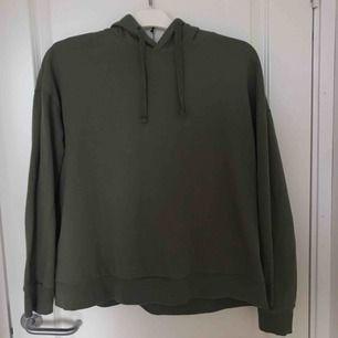 Grön hoodie från lager 157. Typ aldrig använt