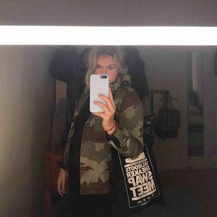 Skit cool kamouflage jacka från Zara. Bra skick