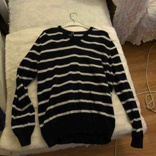 säljer en randig tröja i ca storlek M funkar på mig som har s/m, hör av dig om du är intresserad💓