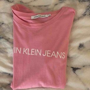 Rosa CK tshirt, it använd mer än 1 gång, mkt bra skick.💗