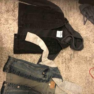Två jättefina Hollister jeans jackor. 50kr st och frakt tillkommer på ca 60kr