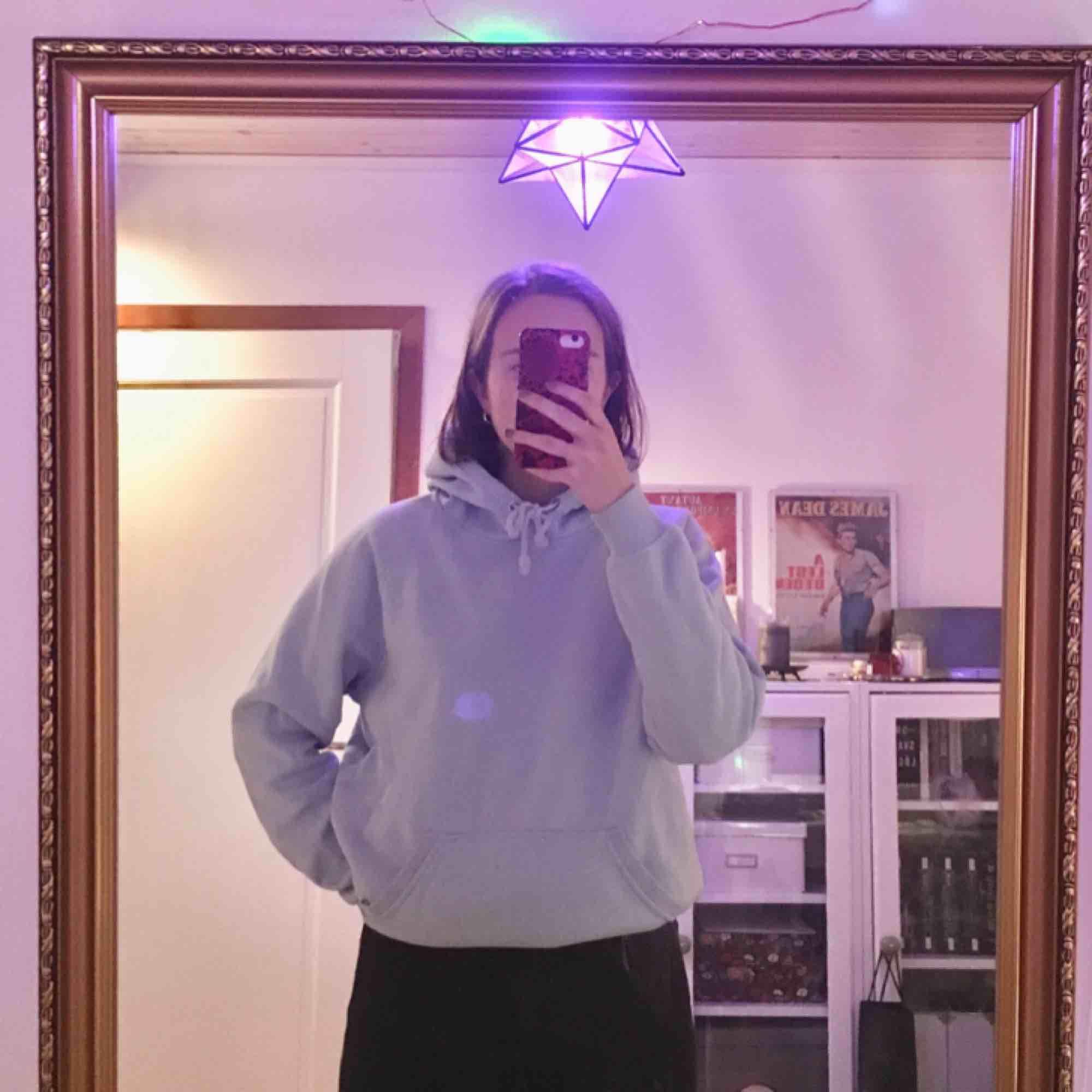 jätte mysig blå hoodie från bikbok i strl S. 150kr exklusive frakt! 😋. Huvtröjor & Träningströjor.