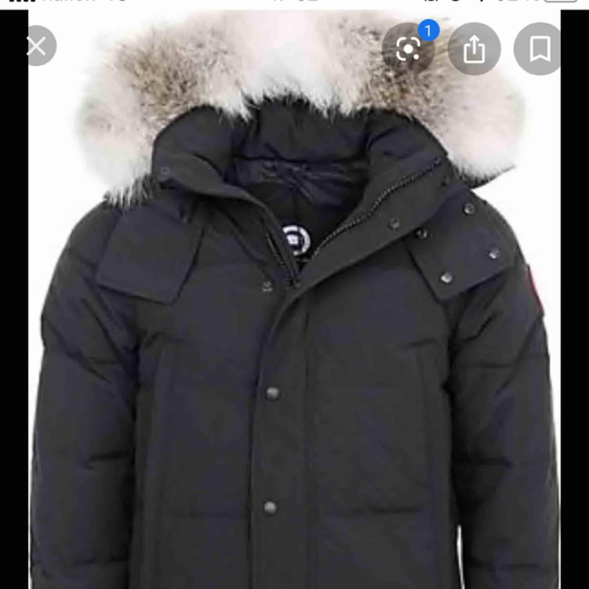 Säljer min canada goose jacka som är använd i endast 1 månad. Jackan är som present så kvitto finns ej men alla tagg kommer. . Jackor.