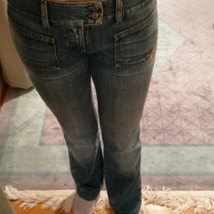 Säljer ett par asballa lågmidjade jeans från 90-talet !!! De är för små för mig mig varav jag säljer (: