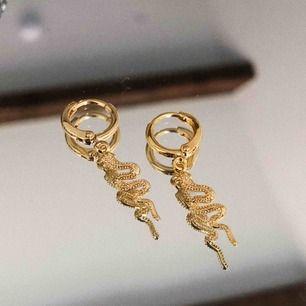 Finaste hängande örhängena, i både guld & silver! Längre leveranstid, kan bara paxas! Fraktar mot fraktkostad! Skriv till @youwelleryuf på insta eller här till mig 🌟