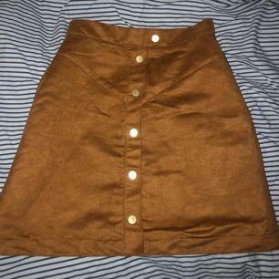 Mocka imiterad kjol från hm, frakt tillkommer