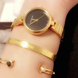 Super fin ck klocka med två armband, oanvänd!