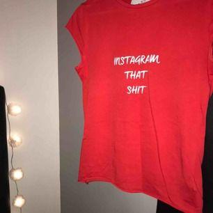 En svincool tshirt med text, använd på en instagrambild. Nyskick. Säljer pga använder inte. Kolla sista bilden för mer info💗