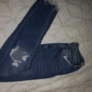 Nästan helt nya jeans från gina tricot strl 36